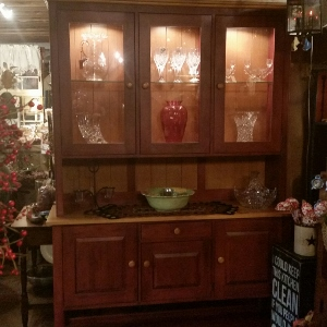 ETHAN ALLEN COUNTRY COLORS SIDEBOARD CUPBOARD HUNTBOARD