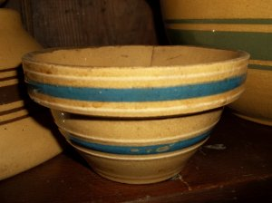ANTIQUE MINI YELLOWARE YELLOW WARE BOWL BLUE WHITE BANDS
